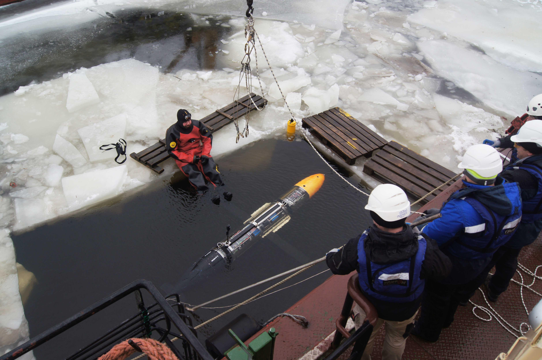 спуск подводного глайдера в майну