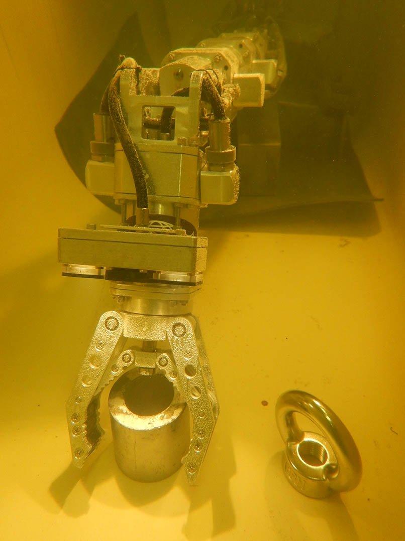 Испытания подводного манипулятора Океанос в тестовом бассейне