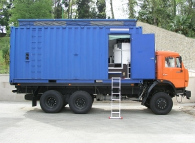 Truck mounted mobile diving system